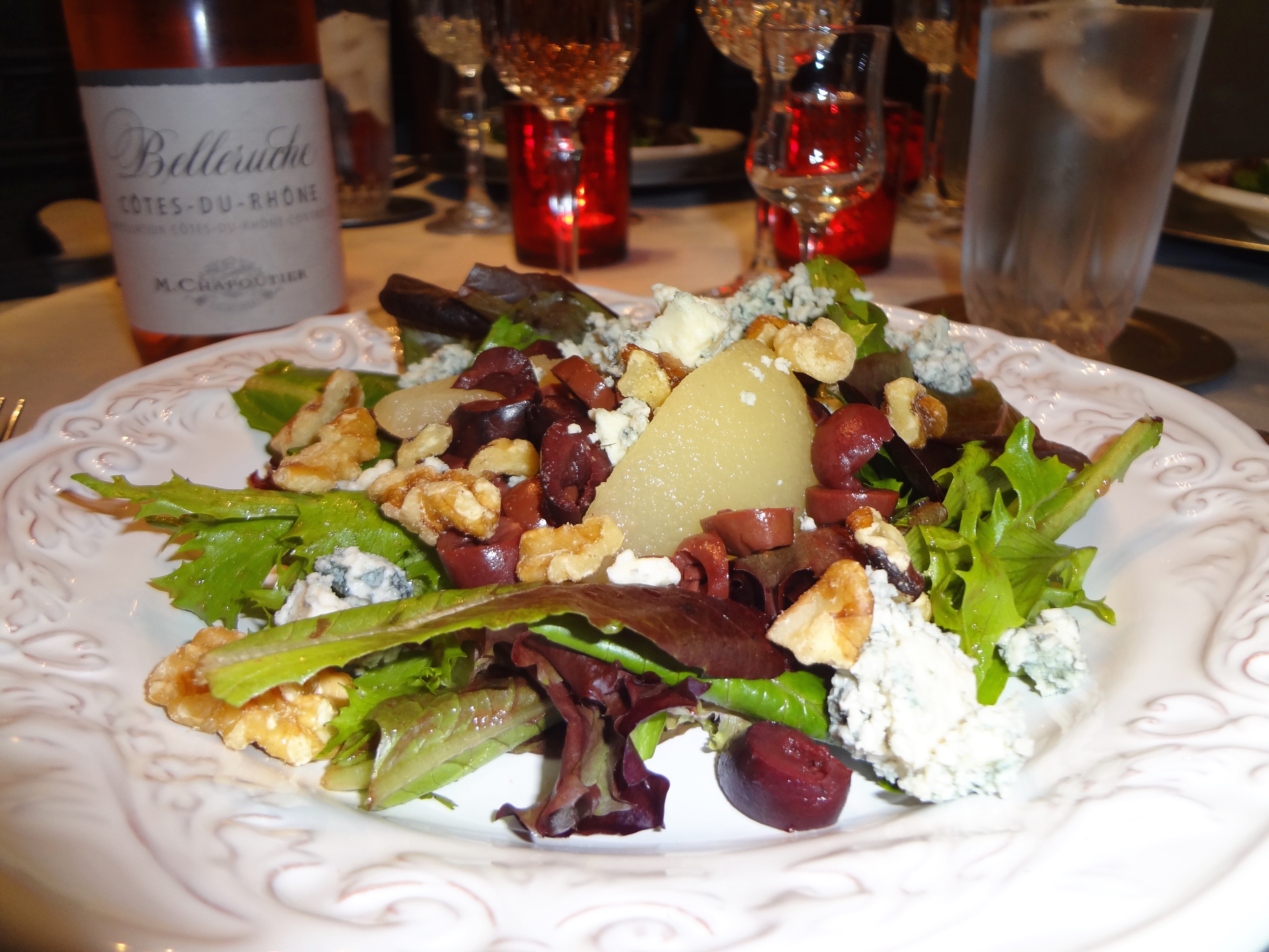 Mesclun Salad with Pears and Blue Cheese
